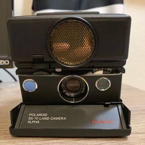 Vintage Polaroid SX-70 Sonar Model